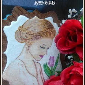 chica con flor pintada
