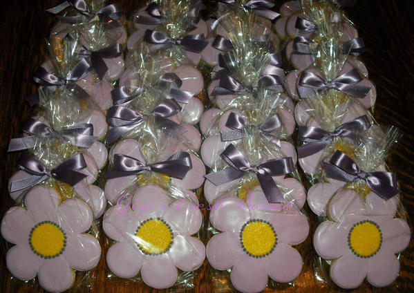 sweet 16 daisy favors