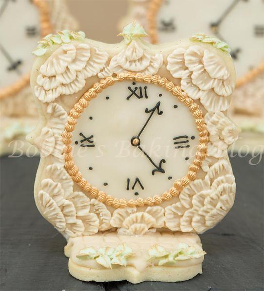 Antique Clock - Bobbibakes - Brushembroidered