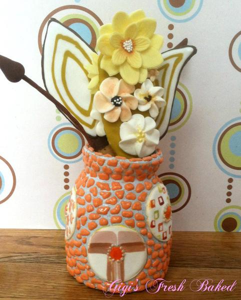 cookie vase back view