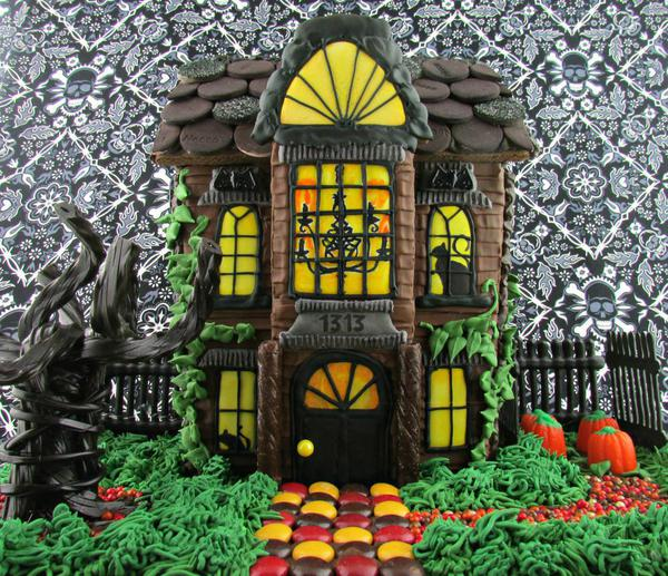 Haunted Gingerbread House - If You Give a Nerd a Cookie - 5