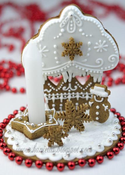 Haniela's Cupcake Gingerbread Centerpiece