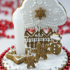 Cupcake Gingerbread Centerpiece: Cookies and Photo by Haniela's