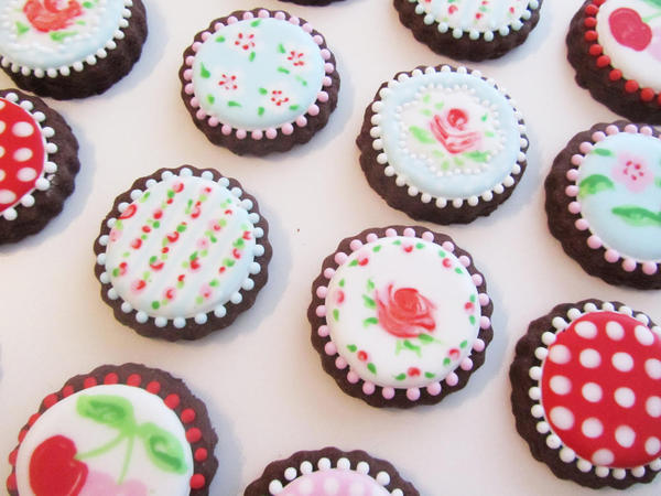 Cath Kidston-Inspired Wet-on-Wet Cookies by Marie at LilleKageHus