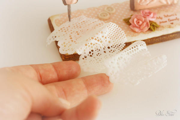 Sewing a sugar lace for Mum: