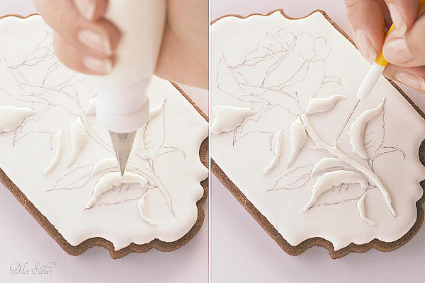 Piping Royal Icing Rose-Leaves ans Stem: