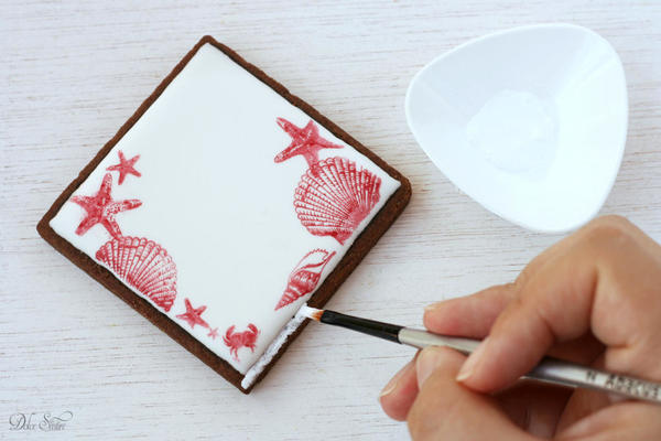 Painting the cookie edges: