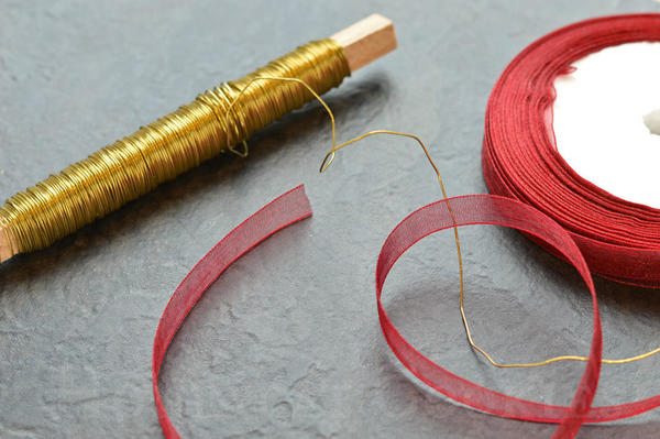 Gold-wire-and-ribbon