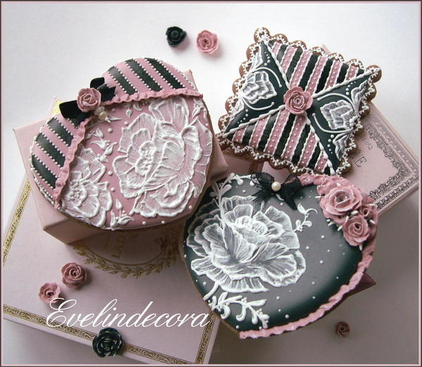 #5 - Valentine's Day Brush Embroidery Cookies by Evelindecora