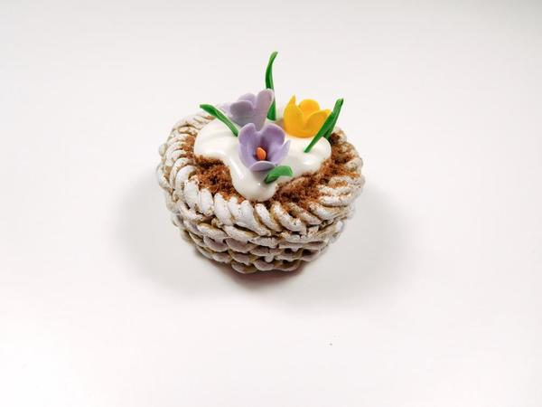 Basket with Snow and Flower