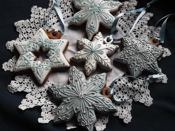 #9 - Silver, Blue, and White Snowflakes and Stars by Szilvia