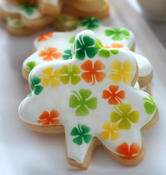 #5 - Shamrock Cookies (Tutorial) by My Cookie Clinic