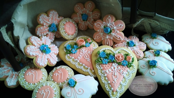 #7 - 35th Anniversary Hearts and Flowers by SusieQCookies