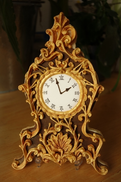 #4 - Antique Clock with Lambeth Overpiping by Annelise (Le bois meslé)