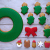 Step 6 - Detail Wreath Base and Finish Outlining and Flooding: Cookies and Photo by Gingerland