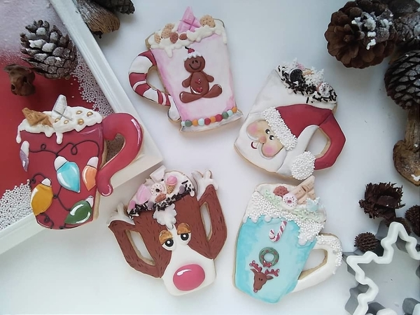 #4 - Christmas Mugs by Olivera Vlah