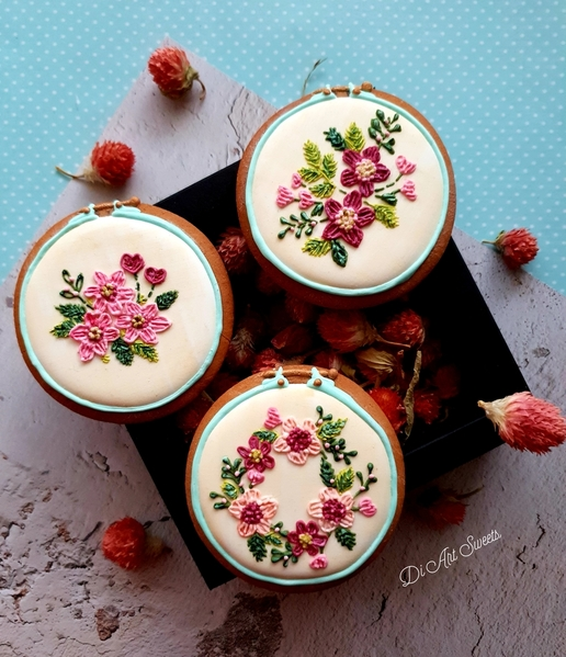 #9 - White Floral Trio! by Di Art Sweets