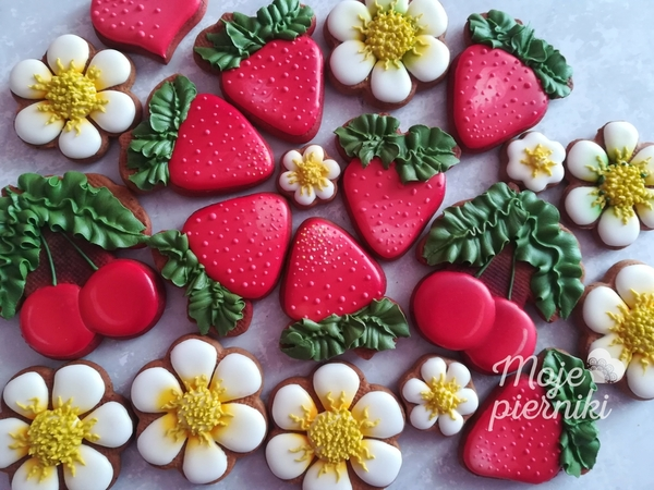 #4 - Strawberries and Cherries by Ewa Kiszowara MOJE PIERNIKI
