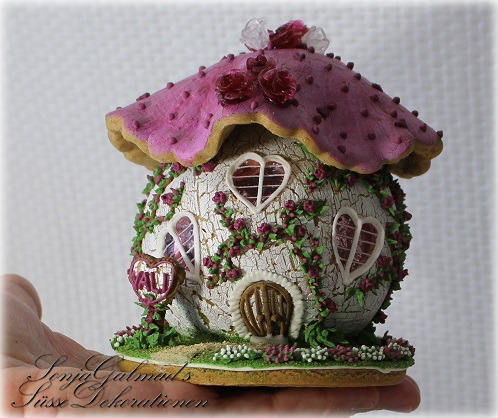 Gingerbread House - Small Mushroom Cottage with Mini Glass (Isomalt) Roses