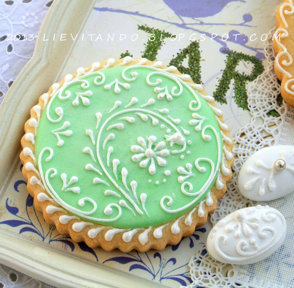 verde pastello,ricami