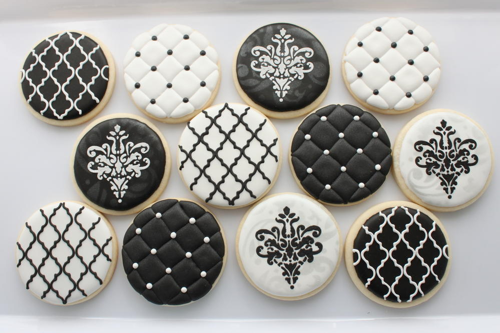 Black & White | Cookie Connection
