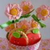 Flores y manzanas en maceta