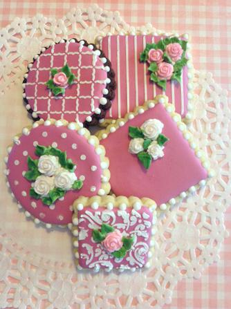 White & pink roses on pink cookies