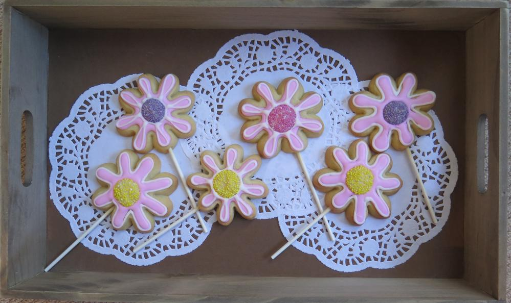 Pretty pastel flower cookie pops