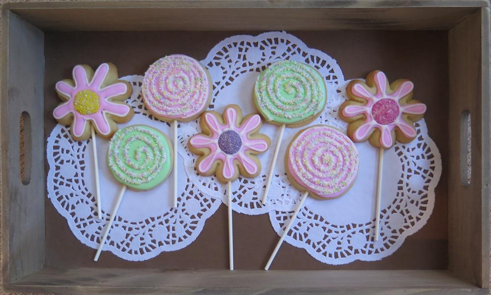 Pastel flower & swirly lolly cookie pops
