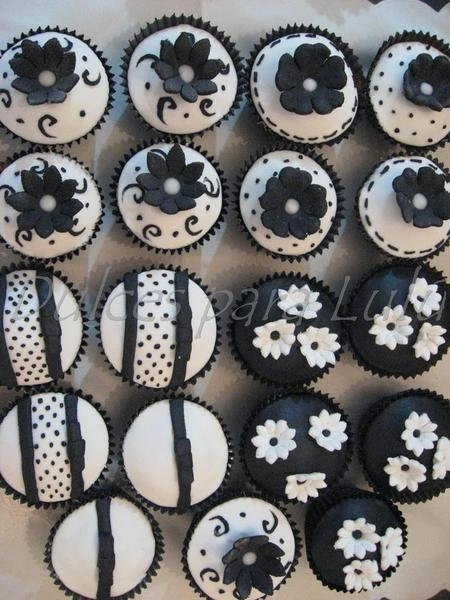 wedding cupcakes black and white
