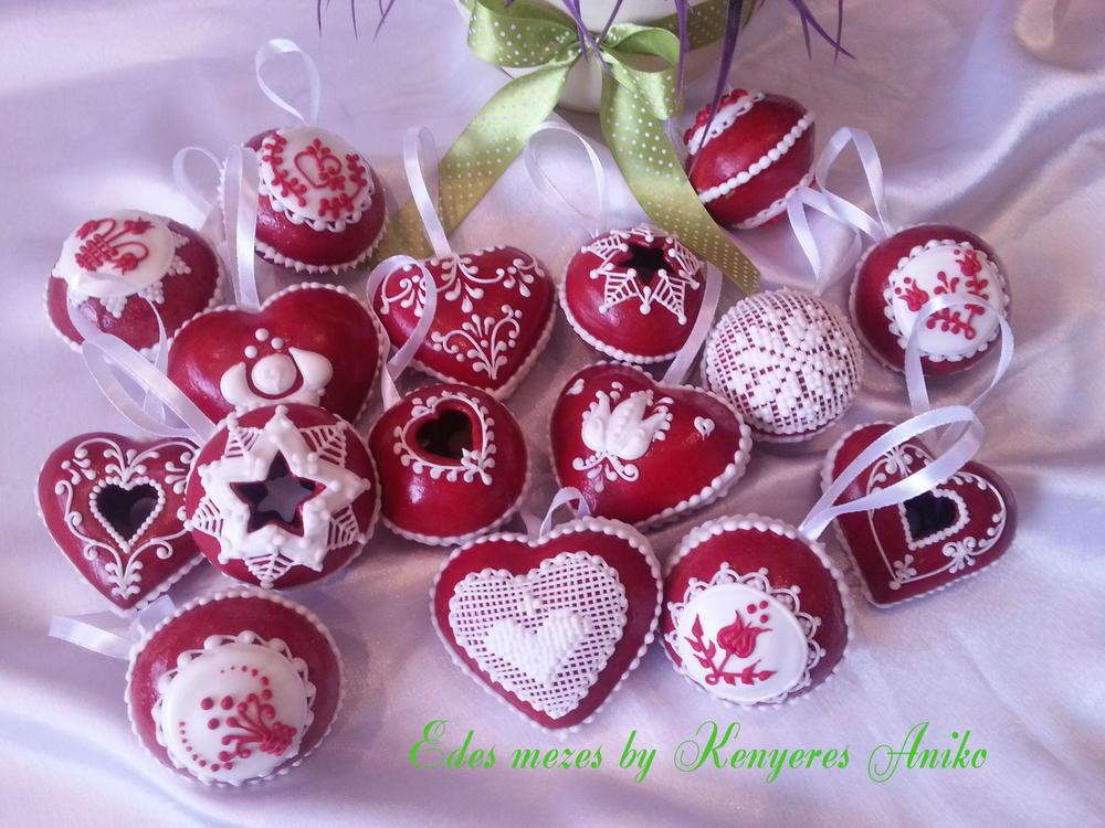 3-D gingerbread snow globe & hearts