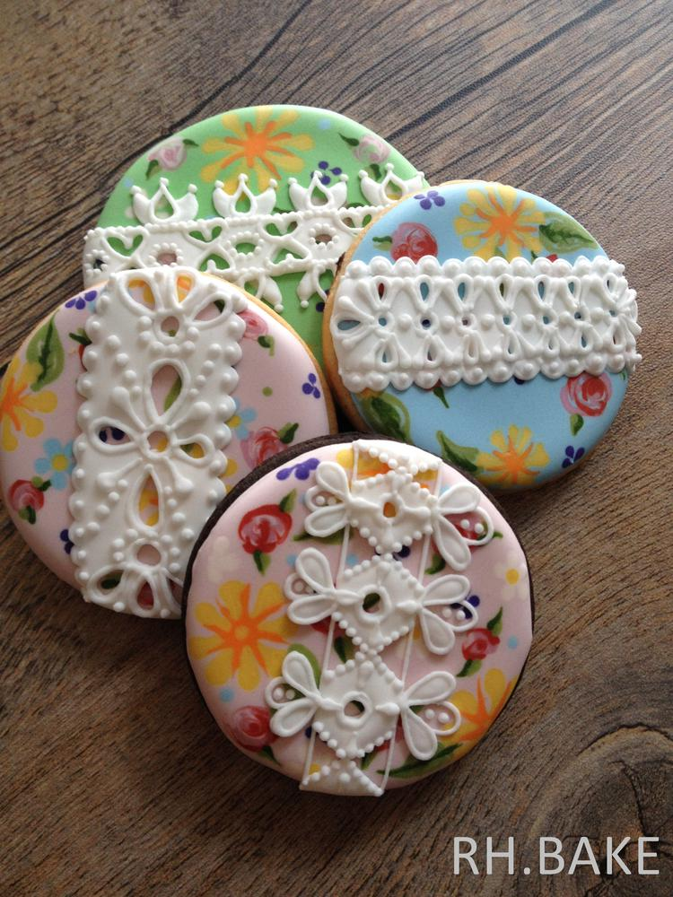 Flower cookies with lace