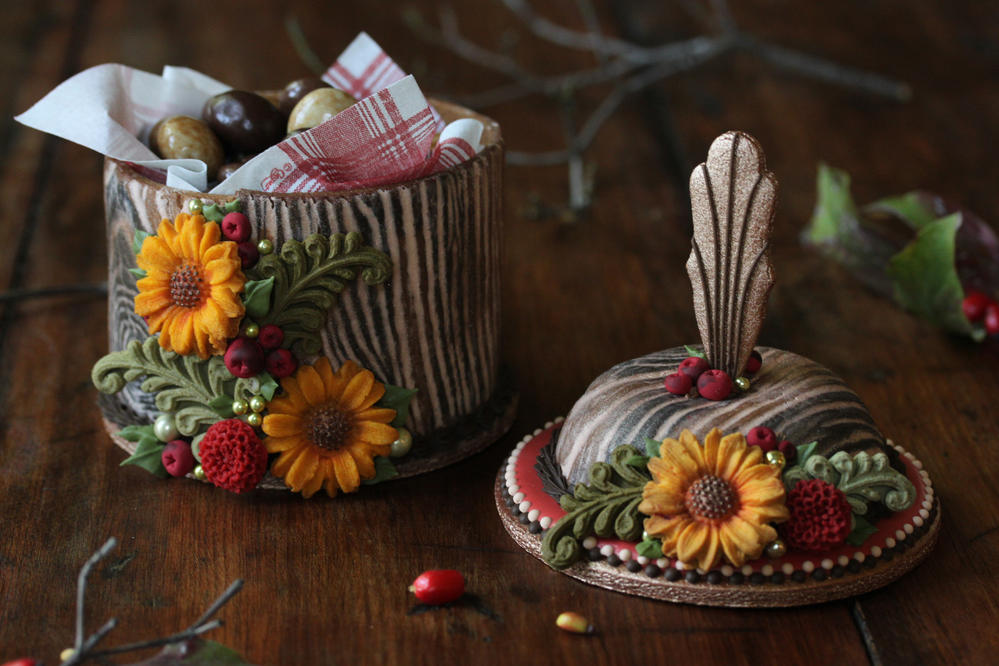 3-D Woodland-Themed Cookie Box