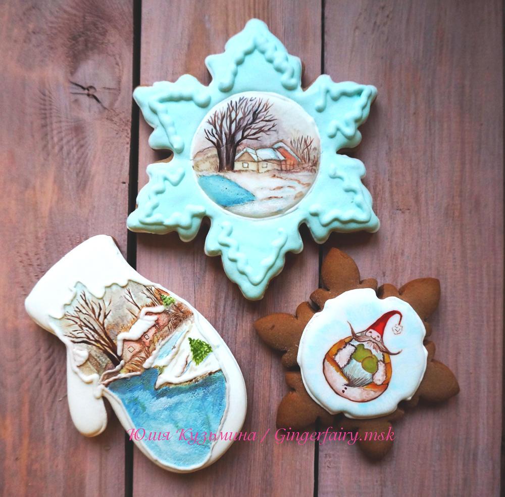 Some handpainted Christmas cookies
