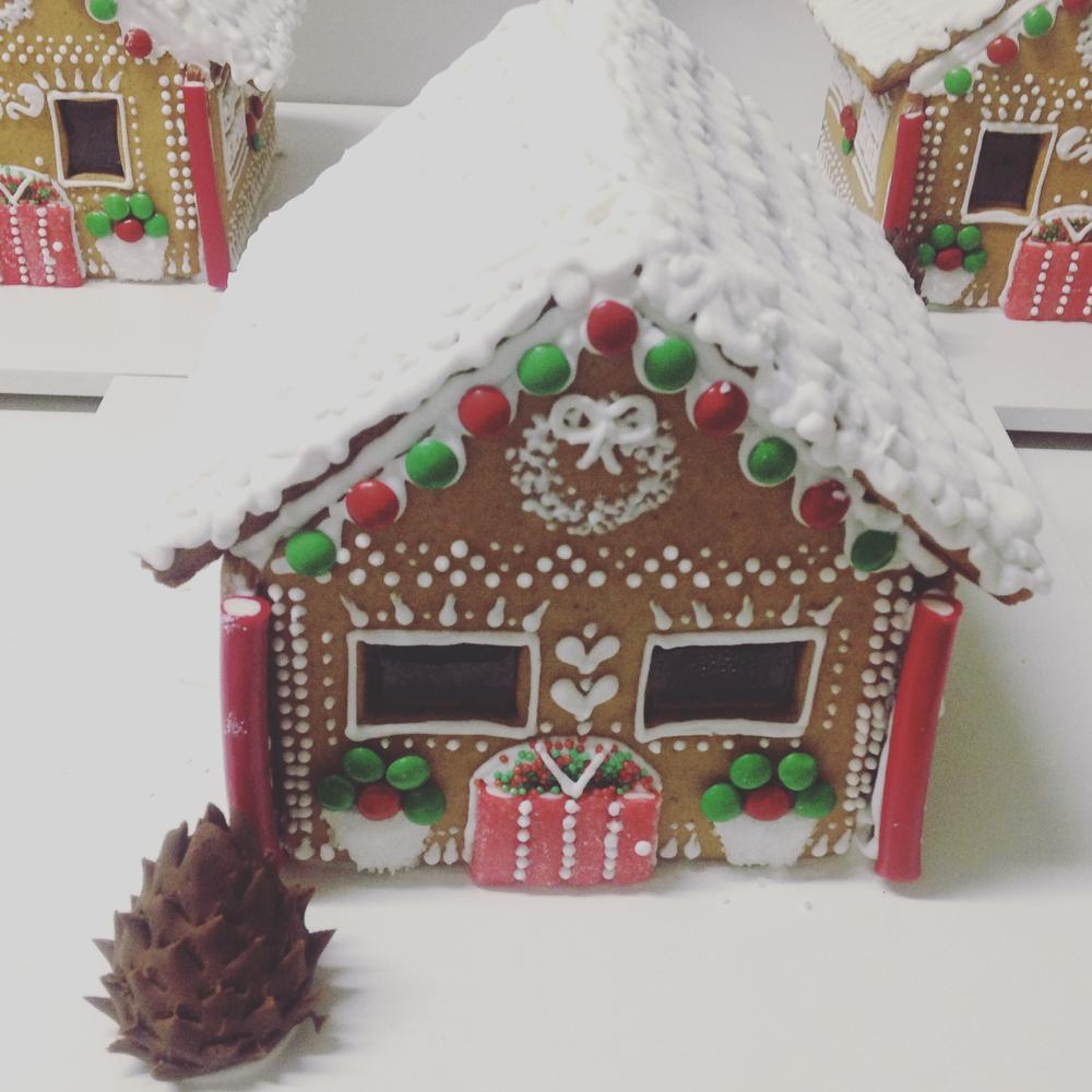 LP Cookies gingerbread house