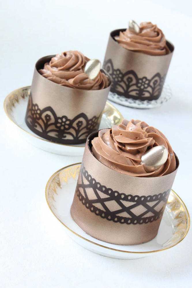 Stenciled Chocolate Dessert Cups | Cookie Connection