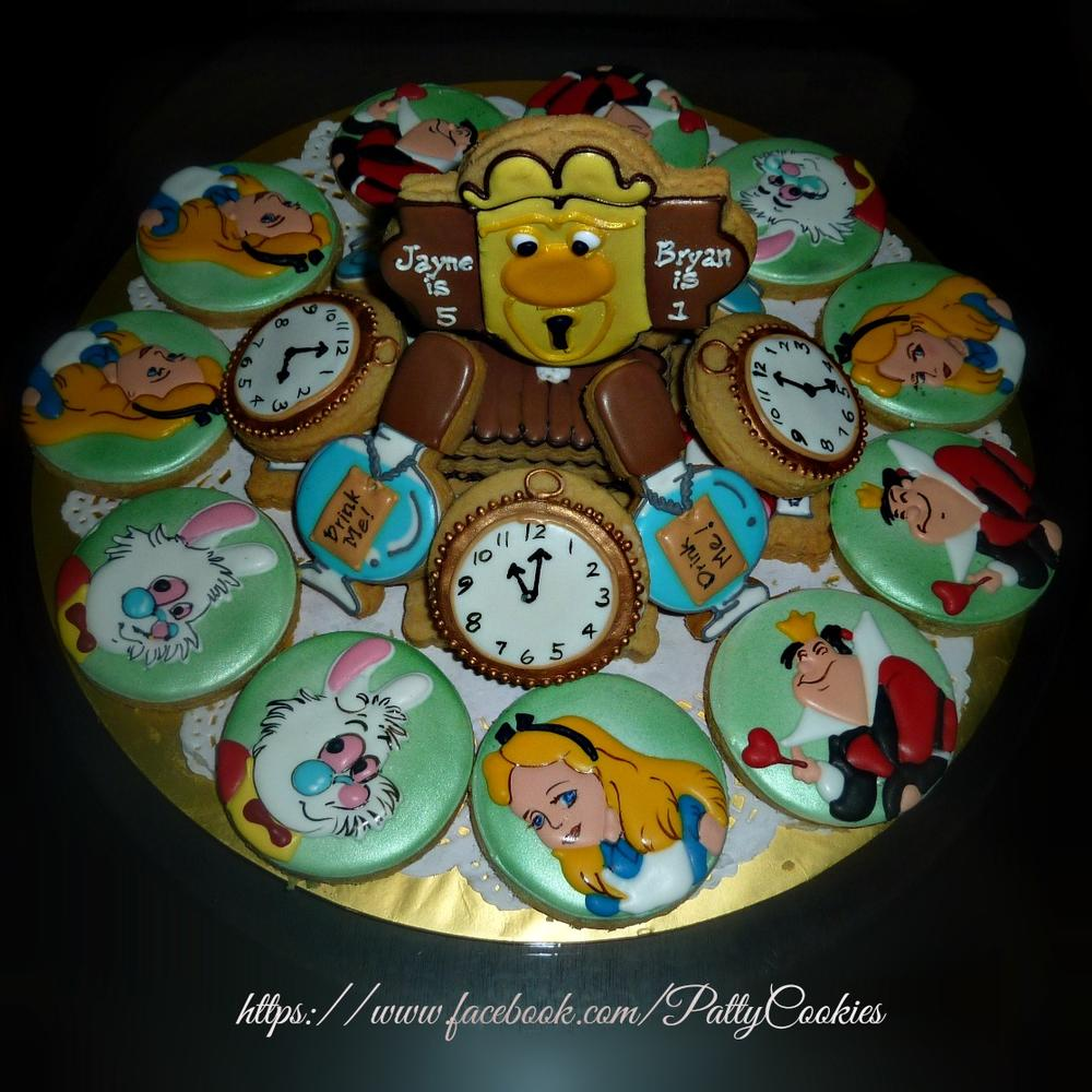 alice in wonderland platter (side view)