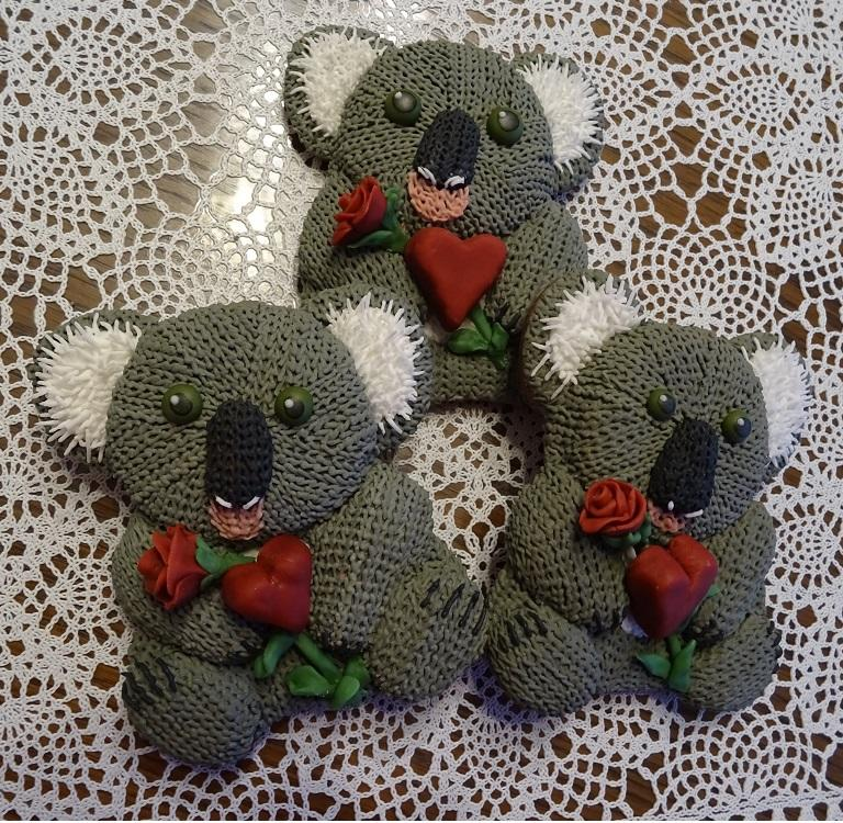 Knitted Valentine Koalas with Red Rose and Heart _ swissophie