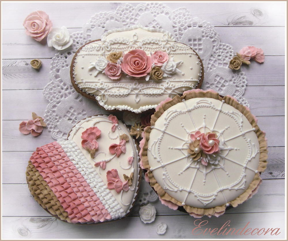 Icing flowers cookies