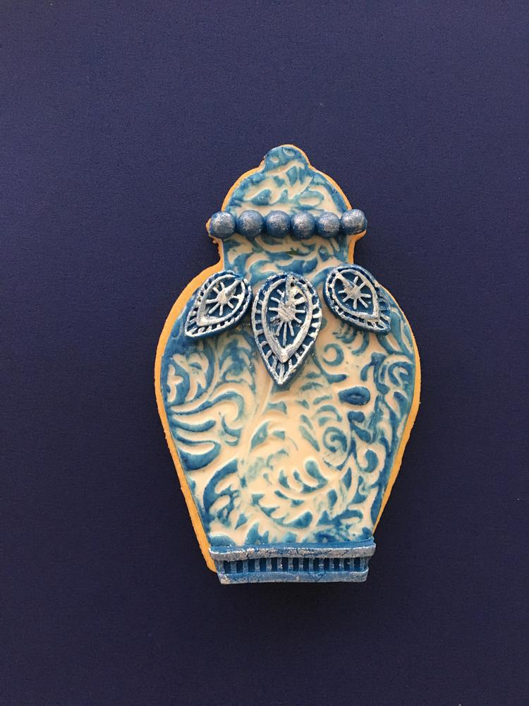 Lorena Rodriguez. Chinese Jar cookie.