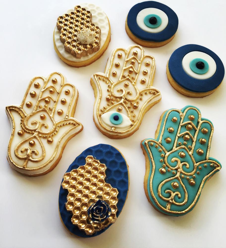 Lorena Rodriguez. Hamsa cookies
