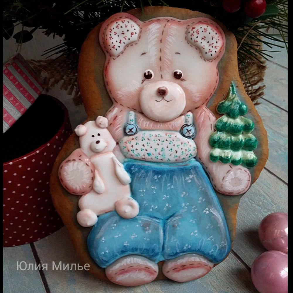 gingerbread teddy bear with Christmas  tree