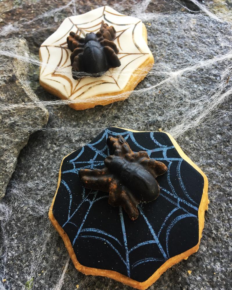 Lorena Rodríguez. Spider web cookies. Halloween cookies