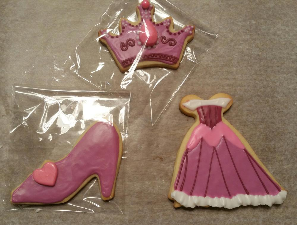 Sleeping beauty themed set cookie connection for Sleeping beauty wedding table