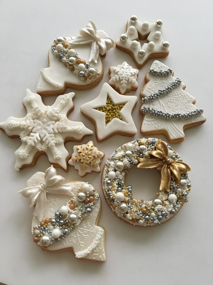 White Christmas Cookies by Lorena Rodríguez