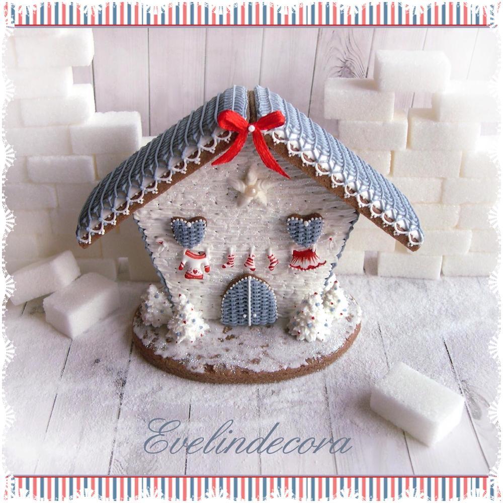 Elf house cookie