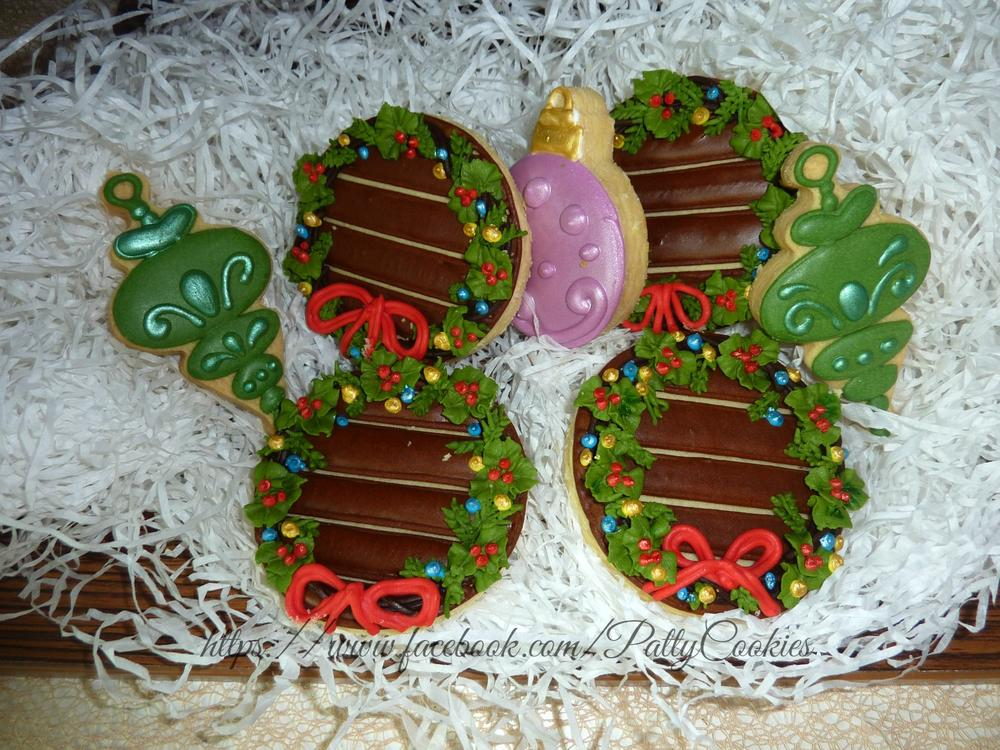 wreath and Christmas tree ornaments