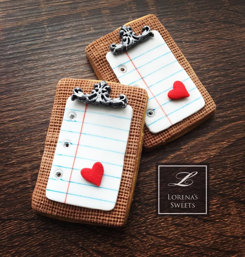 Lorena Rodríguez. Love note cookie. Valentine cookie . Back to school cookie