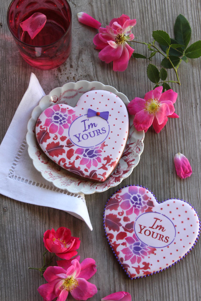 """I'm Yours"" Prettier Plaques Stenciled Cookie"