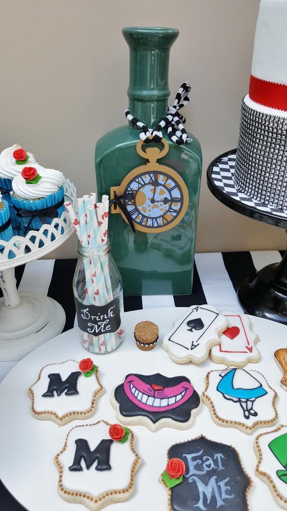 Alice in Wonderland-Themed Cookies